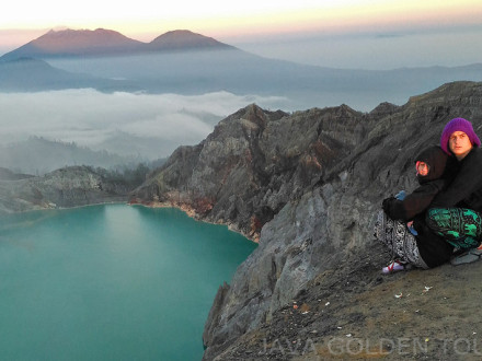image-photo-sunrise-ijen-crater-java-golden-tour