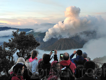 image-sunrise-at-mt-bromo-java-golden-tour