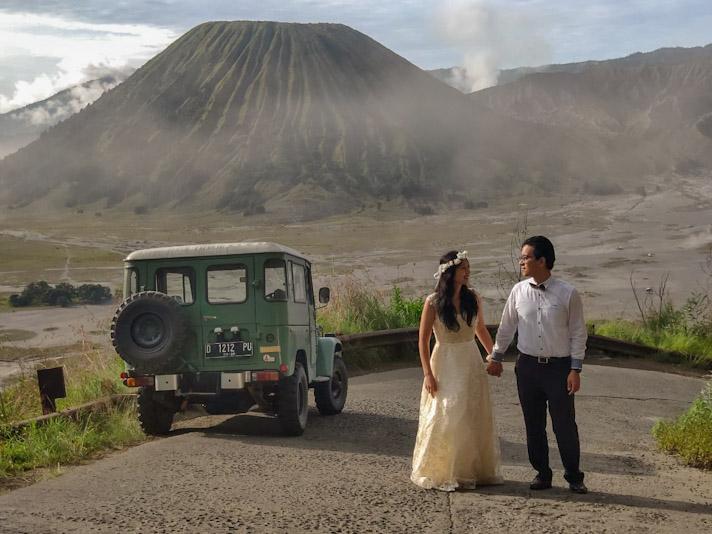 picture bromo tour wedding ceremony