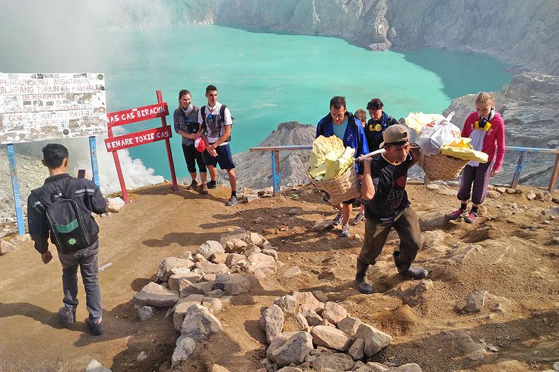 image-ijen-adventure-ijen-crater4-java-golden-tour