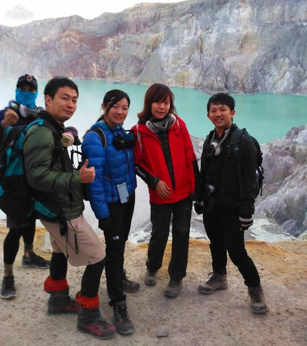 picture of group - Ijen Crater tour